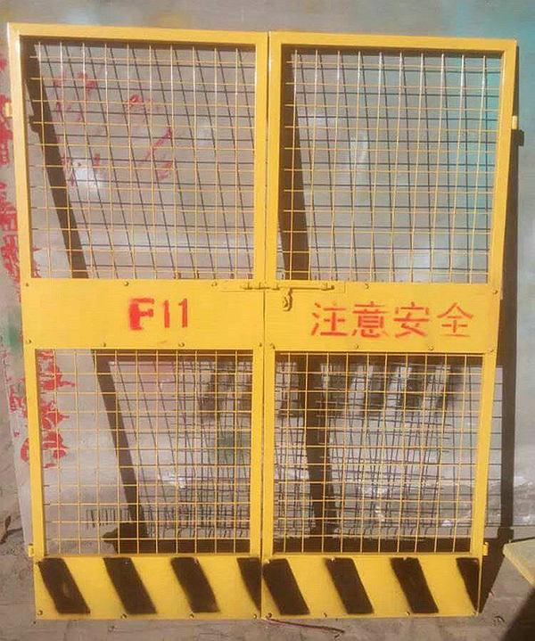 工地电梯防护门.jpg