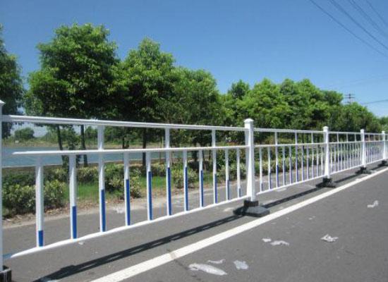 交通护栏.jpg