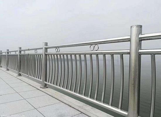 不锈钢桥梁护栏.jpg