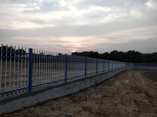 三横杆锌钢护栏.jpg